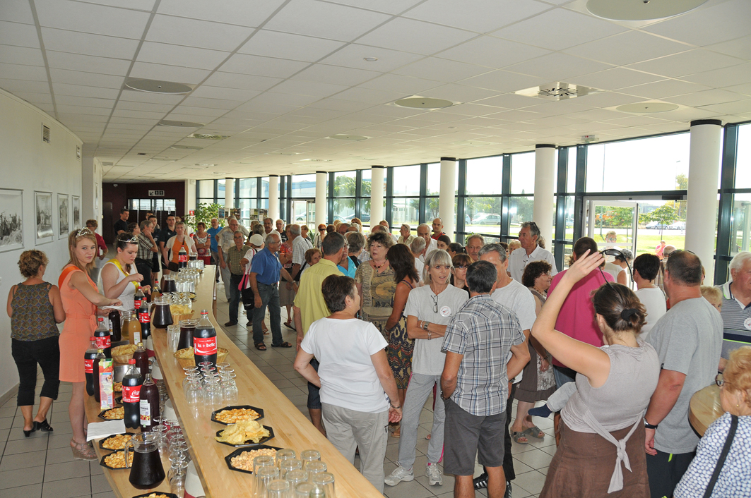 Durant l'apéritif,  forum des associations